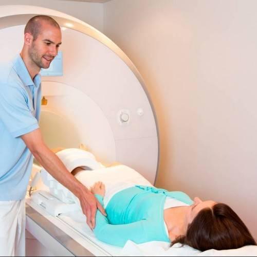 Resonancia Magnética Abierta Una Zona Anatómica en Terrassa