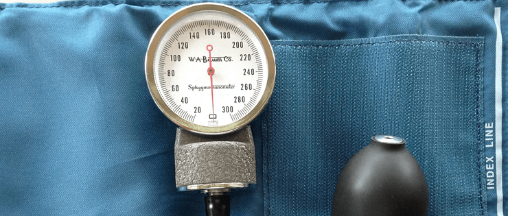 100 mayores de 65 años con presión arterial embarazada